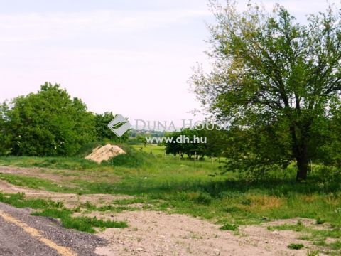 Eladó Telek, Fejér megye, Úrhida - A falu központjában