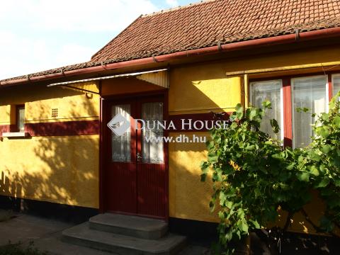Eladó Ház, Bács-Kiskun megye, Kiskunfélegyháza - Kossuthváros elején családi ház üzlettel