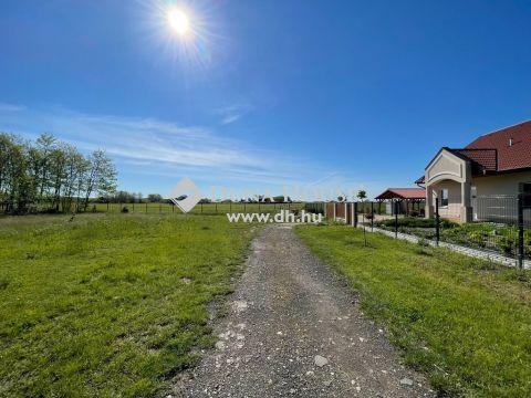 Eladó Telek, Bács-Kiskun megye, Kecskemét - 730 m2-es 30%-ban beépíthető, összközműves építési telek Katonatelepen