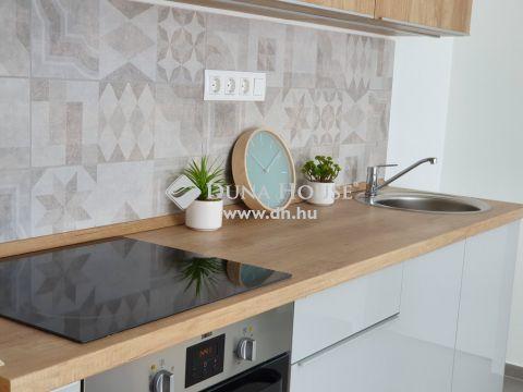 Eladó Lakás, Baranya megye, Pécs - Uránvárosban felújított 2 háló+amerikai konyha nappalis lakás